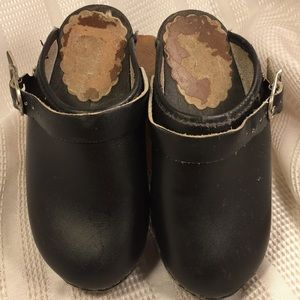 Hanna Andersson leather/wooden clogs GUC buckle